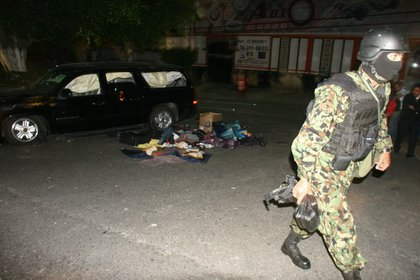 Miembros de la Marina y el Ejército se enfrentaron el 16 de diciembre de 2009 con integrantes del Cártel de los Beltrán Leyva en un lujoso condominio residencial de Cuernavaca, capital del estado de Morelos (Foto: EFE/STR)