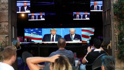 WEST HOLLYWOOD, CALIFORNIA - SEPTEMBER 29: People sit and watch a broadcast of the first debate between President Donald Trump and Democratic presidential nominee Joe Biden at The Abbey, with socially distanced outdoor seating, on September 29, 2020 in West Hollywood, California. The debate being held in Cleveland, Ohio is the first of three scheduled debates between Trump and Biden.   Mario Tama/Getty Images/AFP