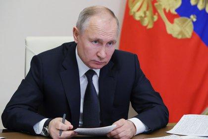 El gobierno de Vladimir Putin ha sido acusado de lanzar una campaña de desinformación contra las vacunas occidentales (EFE/EPA/MICHAIL KLIMENTYEV/SPUTNIK/KREMLIN POOL)