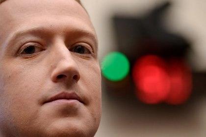 FOTO DE ARCHIVO: El presidente y CEO de Facebook Mark Zuckerberg testifica en una audiencia del Comité de Servicios Financieros de la Cámara de Representantes en Washington, EEUU, el 23 de octubre de 2019. REUTERS/Erin Scott/Foto de archivo