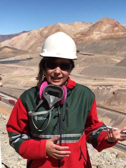 """Yésica Perona, supervisora de Planificación Largo y Corto Plazo Valle Lixiviación Veladero-, asegura que su condición de mujer """"nunca fue un límite, ni al estudiar ni al trabajar"""" en minería"""