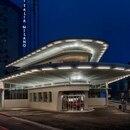 Garage Italia está ubicado en la Piazza Arcucio, en Milán. El proyecto vincula arquitectura e interiorismo, interviniendo sobre un edificio preexistente. Fue creado como estación de servicio en los años cincuenta y es uno de los símbolos del resurgimiento industrial de la posguerra. Crédito: Prensa Garage Italia