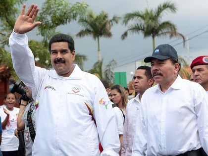 Los dictadores Nicolás Maduro y Daniel Ortega en una foto sin fecha (AFP/archivo)