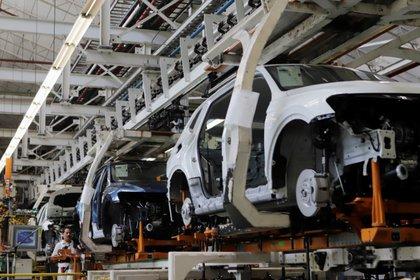 Los automóviles Volkswagen Tiguan se muestran en una línea de producción en la planta de ensamblaje de la compañía en Puebla, México, 10 de julio de 2019. Fotografía tomada el 10 de julio de 2019. REUTERS / Imelda Medina/ Foto de archivo