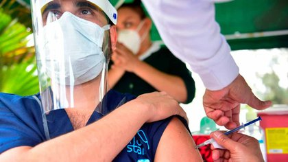 En Argentina aún no se terminaron de vacunar a las personas que integran el personal de salud