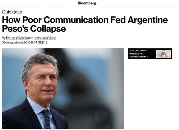 La nota de Bloomberg, firmada por Gillespie y Gilbert, considera que Macri enfrenta un acto de balanceo entre ajuste fiscal y capital político