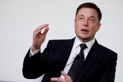 Elon Musk, fundador de Tesla, junto a otros 115 especialistas en IA le pidió a la ONU que se impida el desarrollo de robots inteligentes con fines bélicos (REUTERS/Aaron P. Bernstein/File Photo)