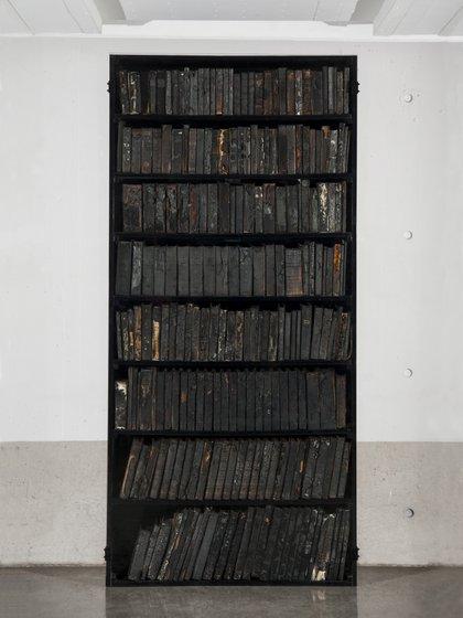 """""""Los libros tachados"""", de Javier Toro Blum y Patricio Pron"""