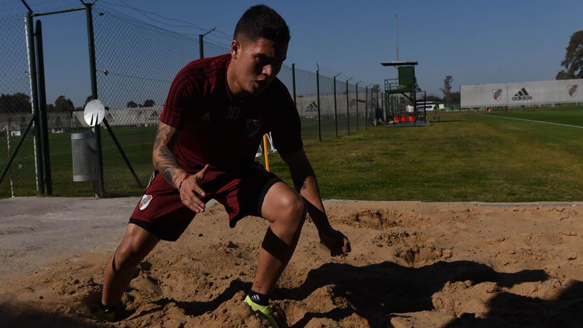 Juan Fernando Quintero volverá a estar disponible a siete meses de su lesión (Foto: @RiverPlate)