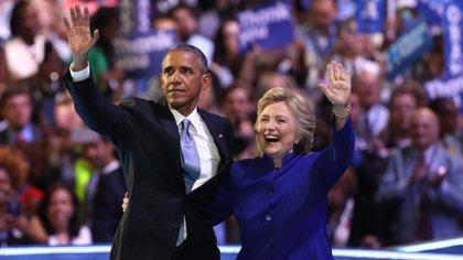 Barack Obama junto a la candidata presidencial, Hillary Clinton