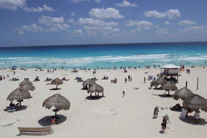 La Concanaco informó que quitar los fines de semana largos afectará al turismo. (Foto: Cuartoscuro)