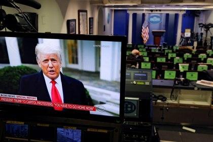 El mensaje de Trump es transmitido por una cámara en una sala de prensa de la Casa Blanca vacía. Foto: REUTERS/Carlos Barria