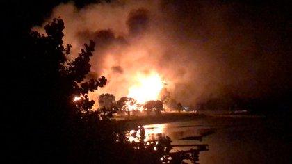 El fuego y el sonar de las balas alertaron a los vecinos del sector de Riñihue quienes alertaron a la policía.  Al llegar al lugar se percataron de la muerte de una mujer mapuche de 25 años