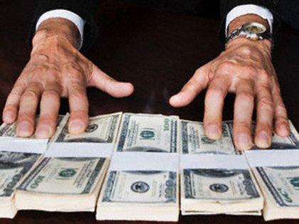Las organizaciones delictivas han encontrado en el lavado de dinero un nicho para revender dólares estadounidenses (Foto: Archivo)