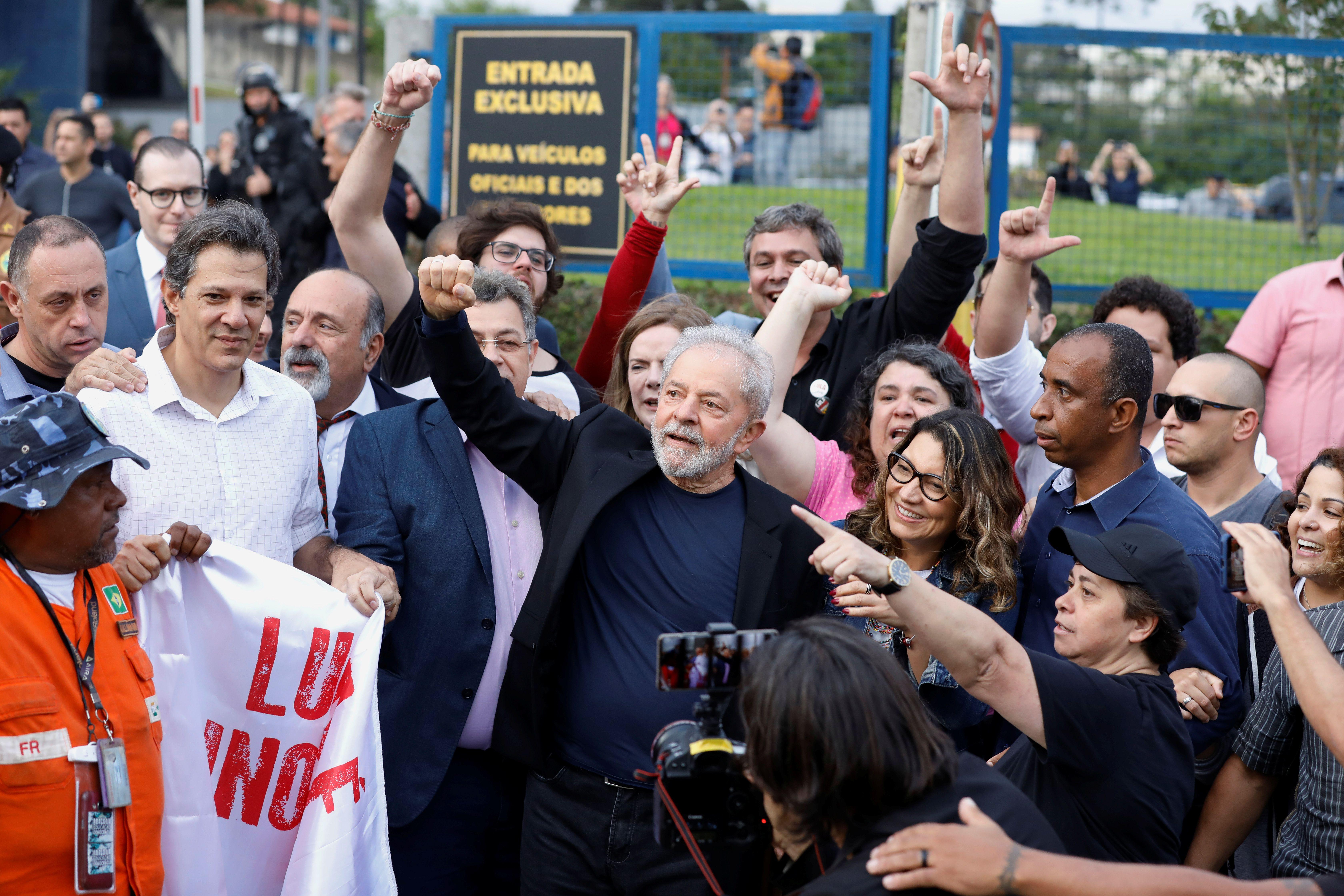 Lula fue liberado ayer y lo llamó a Alberto Fernández REUTERS/Rodolfo Buhrer