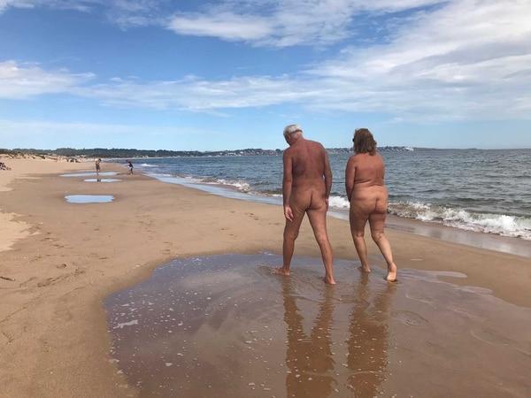 En Chihuahua, las parejas pasean y realizan todas sus actividades desnudas (Infobae)