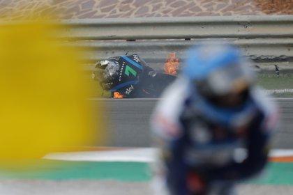 La moto de Dennis Foggia unos instantes después del accidente (Foto: AP /Alberto Saiz)