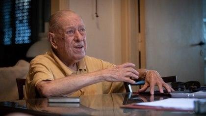 Stanley en su casa de Lomas de Zamora. Tiene 97 años (Foto: Gustavo Gavotti)