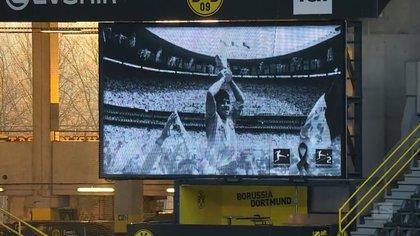 En el estadio del Borussia, una foto de Maradona tras vencer a Alemania en la final del Mundial