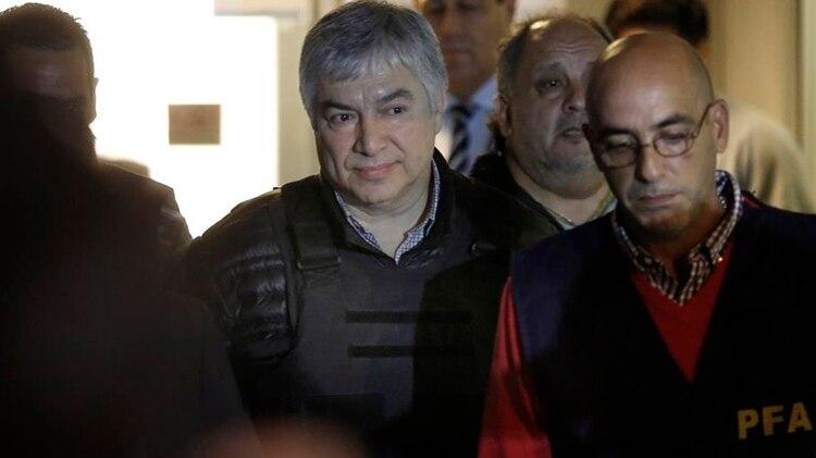 Báez, con chaleco antibalas, en uno de sus traslados.