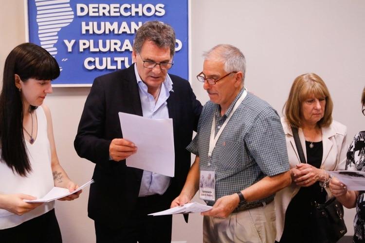 El Secretario de Derechos Humanos Claudio Avruj informó hoy la identificación a Jorge Luis Marcone, primo del héroe caído en la guerra