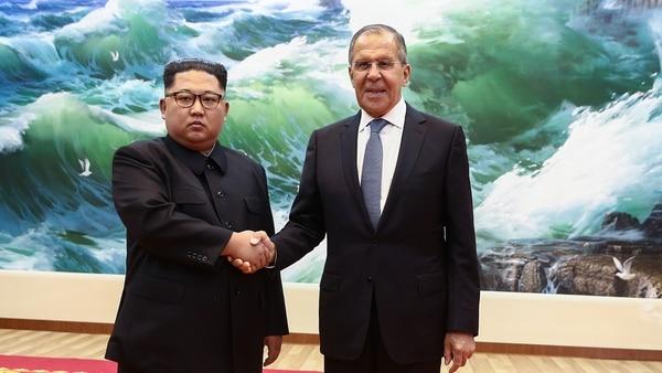 El canciller ruso fue recibido este jueves por Kim Jong-un en Pyongyang (AFP)