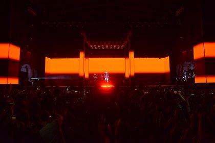 El rapero se presentó tambipen en el Movistar Arena de Chile, dónde colgó el cartel de sold out con bastante antelación y viene de arrasar con su gira española, llenando sus conciertos de Barcelona, Madrid, Valencia y Sevilla (Franco Fafasuli)