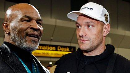 Mike Tyson volverá a subirse a un ring y uno de los que recibió una llamada para sumarse a la exhibición fue el actual campeón de los pesados, Tyson Fury (foto montaje)