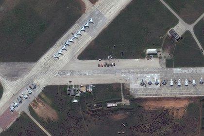 Aviones rusos Su-30 en la base aérea de Saki en Crimea. Imagen de satélite tomada el 16 de abril. (©2021 Maxar Technologies)