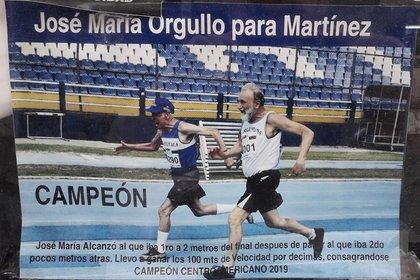 El relato de su magnífico triunfo en los 100 metros del campeonato centroamericano impreso en la foto.