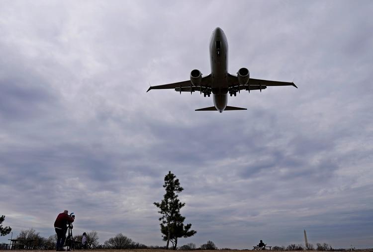 Un Boeing 738 de American Airlines. (REUTERS/Joshua Roberts/archivo)