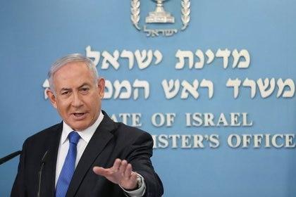 El primer ministro israelí Benjamin Netanyahu anuncia un acuerdo de paz para establecer relaciones diplomáticas entre Israel y Emiratos Árabes Unidos, durante una conferencia de prensa en la oficina del primer ministro en Jerusalén. 13 de agosto de 2020. Abir Sultan/Pool vía REUTERS