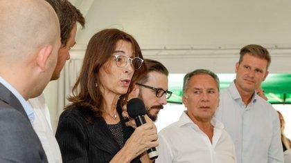 La ministra María Eugenia Bielsa en una entrega de viviendas del Plan Procrear en Ituzaingó