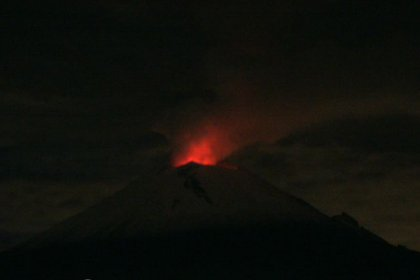 Imágenes del Popocatépetl durante la madrugada del 29 de julio (Foto: CENAPRED)