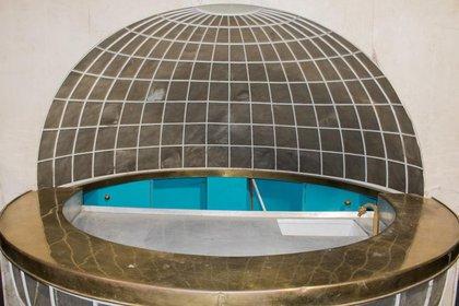 La barra globo terráqueo estuvo originalmente en el Aviso Grille, el yate del líder nazi. (Alexander Historical Auctions)