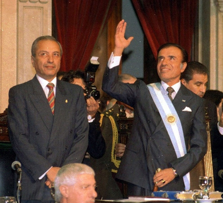 En enero de 1993, el Colegio Electoral correntino debía elegir gobernador en una provincia intervenida por el gobierno nacional que comandaba Carlos Menem (NA)
