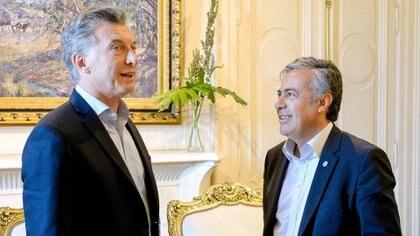 Mauricio Macri junto a Alfredo Cornejo