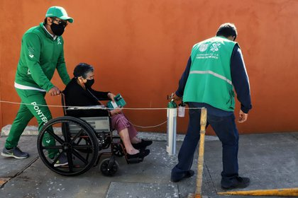 Older adults represent one of the groups with the highest risk in case of contracting COVID-19 (Photo: Government of Mexico City)