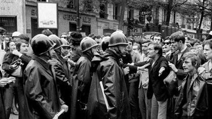 Policías y estudiantes, enfrentados (AFP)
