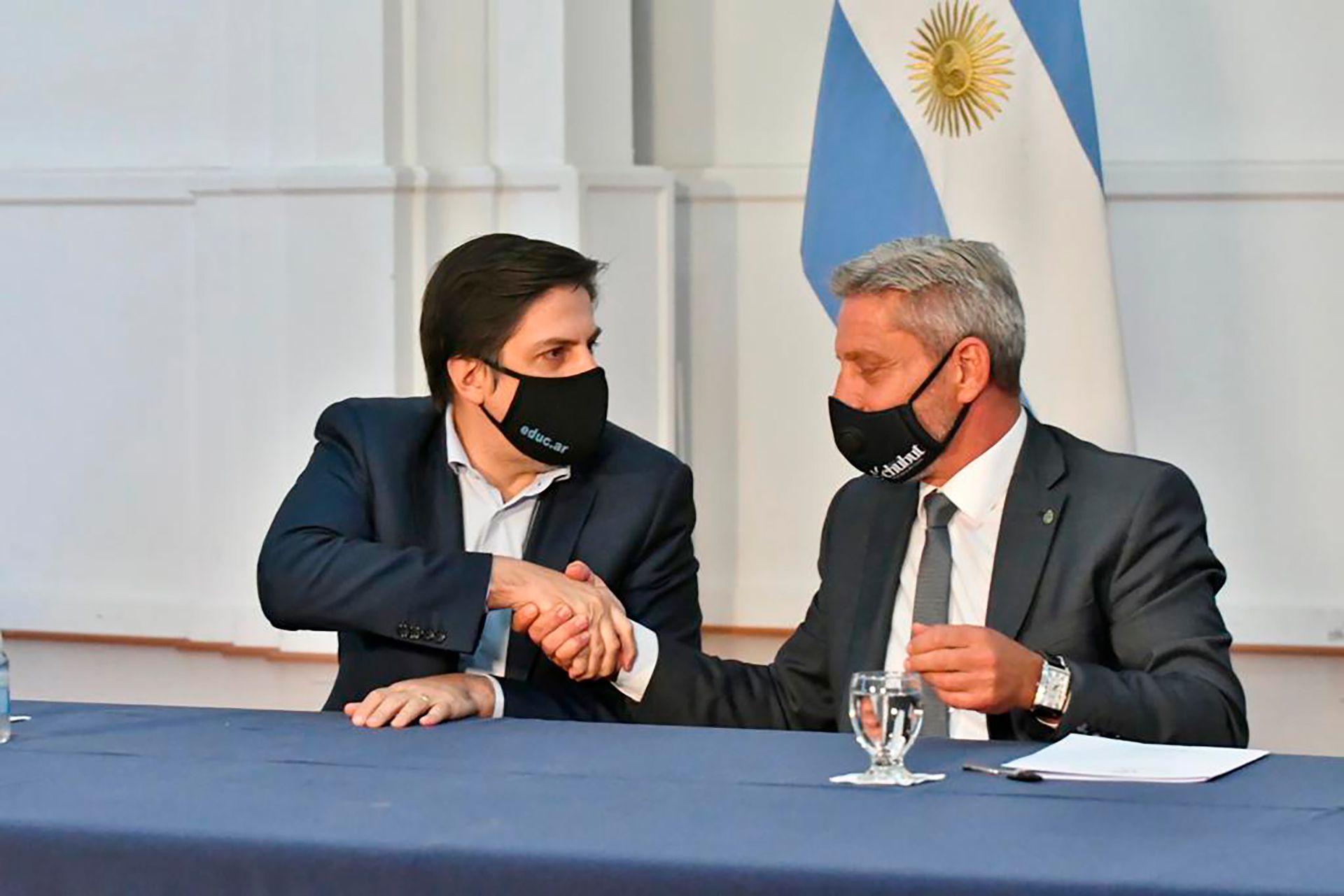 El Gobierno de Chubut llegó a un acuerdo con los gremios docentes y el lunes empezarán las clases