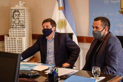 El dirigente social con el Ministro de Desarrollo, Daniel Arroyo.