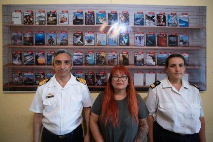 El Capitán de Navío  Rodolfo Ramallo además de Jefe de Prensa, es el director de la publicación oficial de la Armada