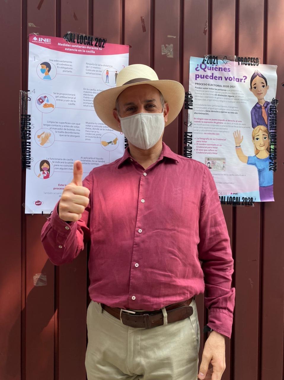 Hugo López Gatell sale a votar
