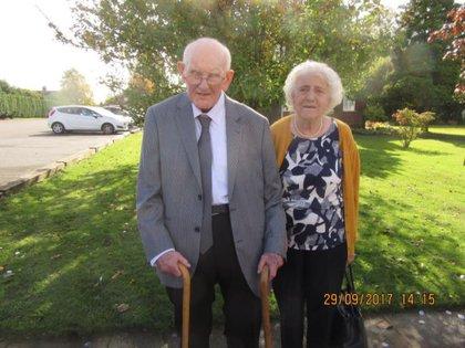 Margaret y Derek Firth se enamoraron a los 14 años y llevaban siete décadas de casados.