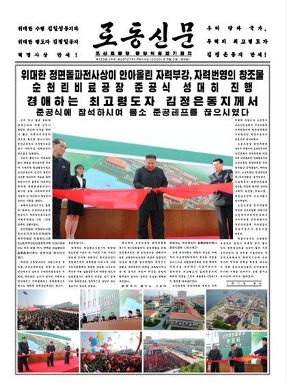 La misma foto de Kim Jong-un aparecida en la cadena KCTV, en la tapa del periódico estatal Rodong Sinmun