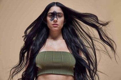 Mariana Mendes tiene una marca de nacimiento negra en el rostro (Missguided)