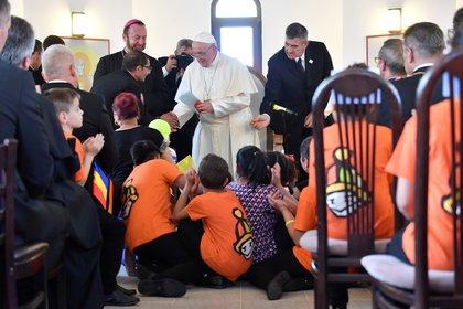 El Papa en el distrito de Barbu Lautaru de Blaj, Romania (Andreas Solaro/Pool via REUTERS)