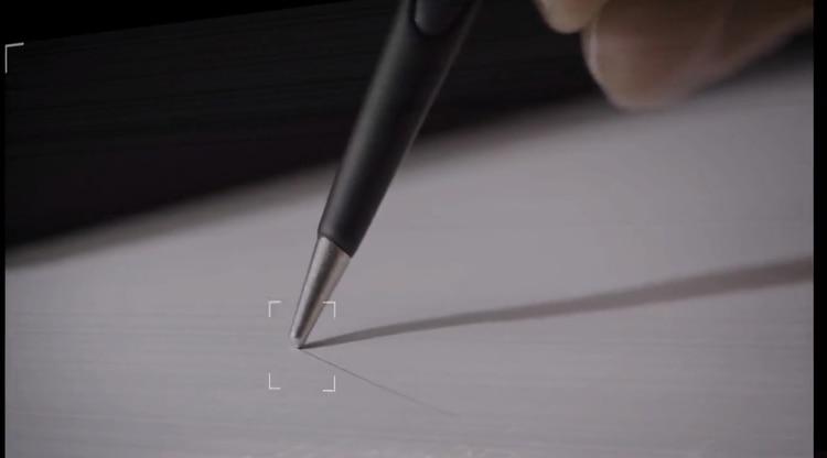 El bolígrafo recurre a un proceso de oxidación que busca imitar la técnica del silverpoint (punta de plata) que utilizaban artistas del Renacimiento como Leonardo Da Vinci.