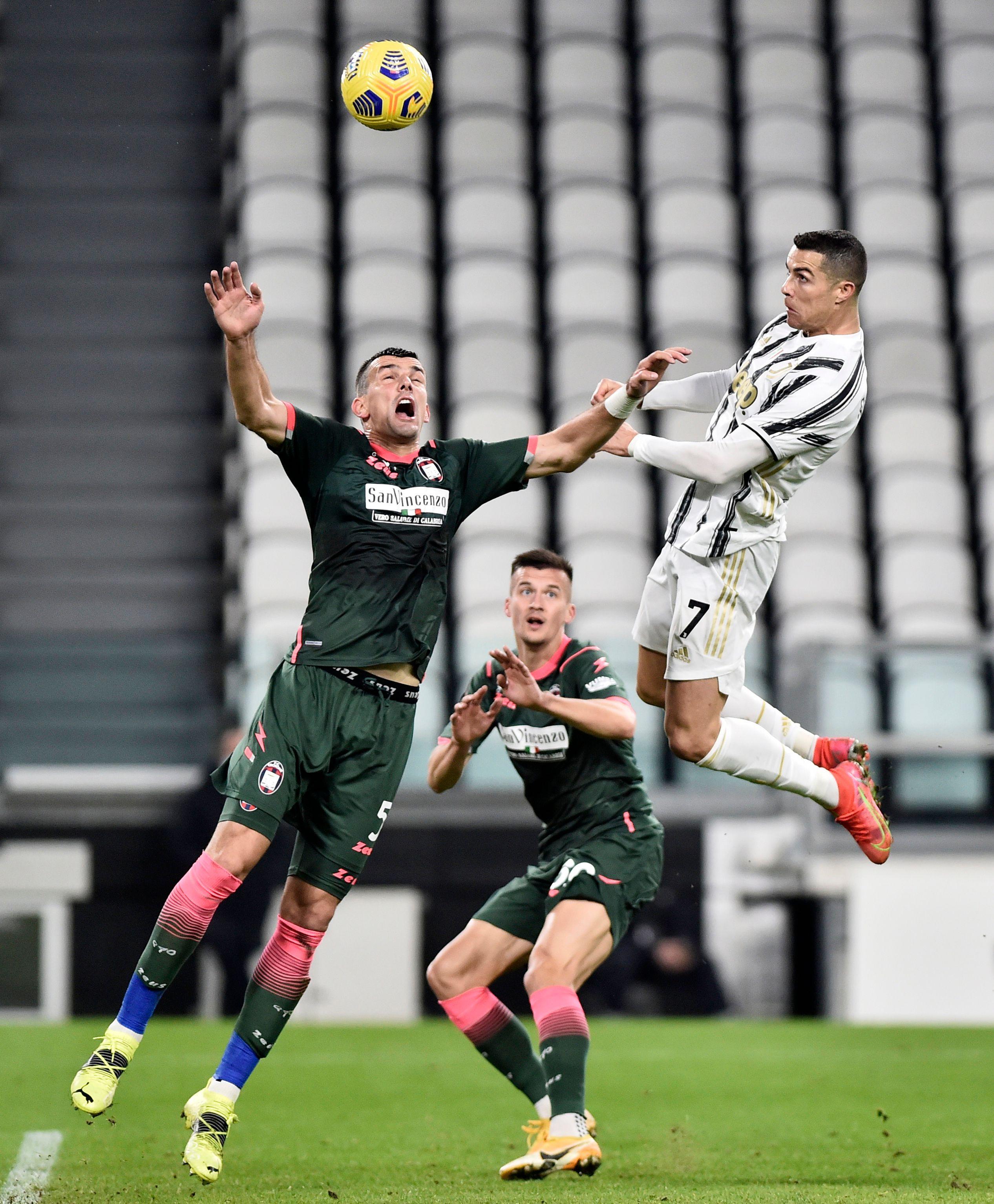 El espectacular salto de Cristiano Ronaldo (Reuters)
