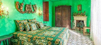 La viilla tiene siete suites, cada una decorada en un color diferente